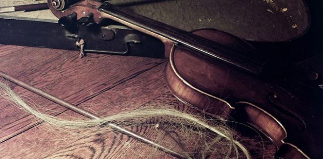 a-violin-with-broken-bow-658x325